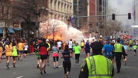 explosao-atinge-linha-de-chegada-da-maratona-de-boston-nos-estados-unidos-em-15-de-abril-15042013-reutersdan-lampariello-1376002720518_1920x1080